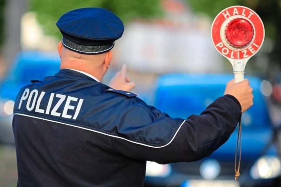 """Trotz """"einer deutlichen Ansage"""" der Polizei fuhr der betrunkene Mann später einfach mit seinem wagen weiter. (Symbolbild)"""