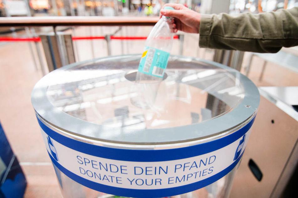 Köln: Flughafen sammelt eine Million Pfandflaschen und finanziert damit Gehälter