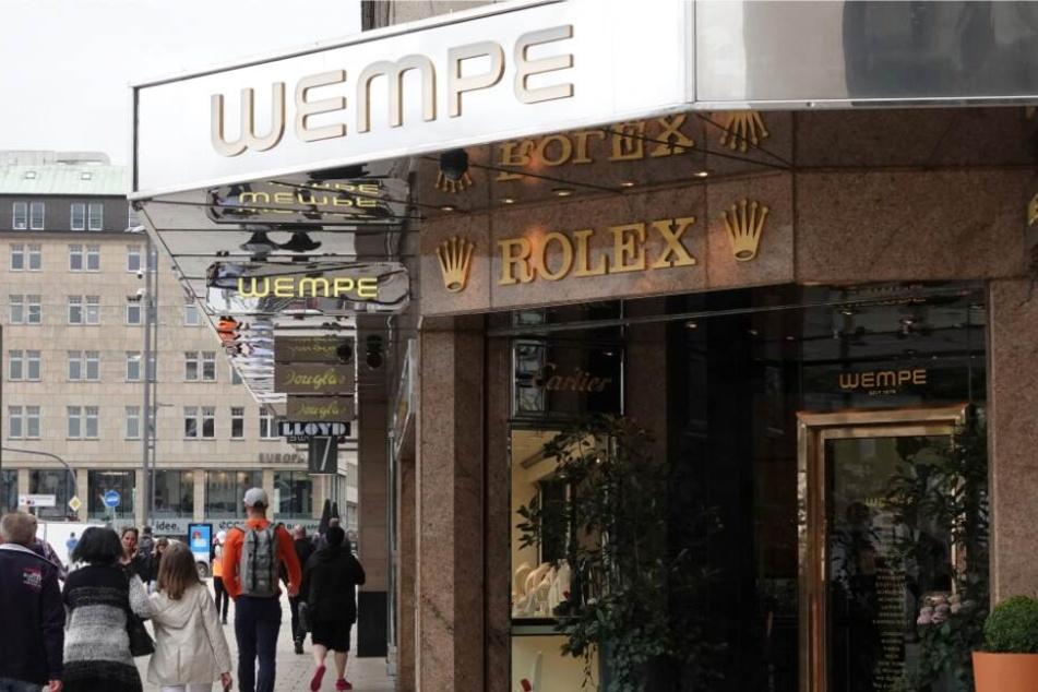 Der Juwelier in Hamburg wurde komplett lahmgelegt.