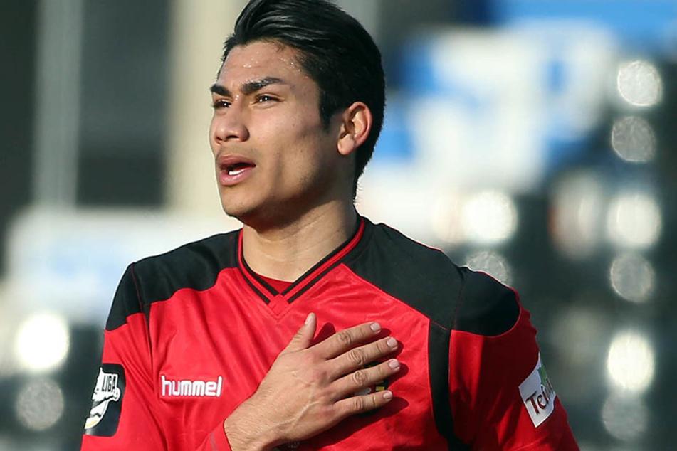 Torjubel zum 1:1 durch Mario Rodriguez. Er wechselte erst im Winter von Chemnitz nach Großaspach.