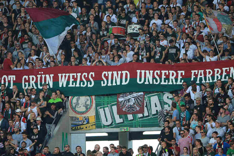Ein Großteil der Augsburger Anhänger erspart sich die Reise zum Auswärtsspiel nach Leipzig.