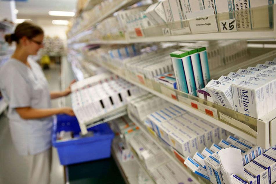 Die Krankenhausapotheke am UKL. Vor allem Antibiotika, Krebsmedikamente und Mittel gegen Herz-Kreislauf-Erkrankungen sind Mangelware.