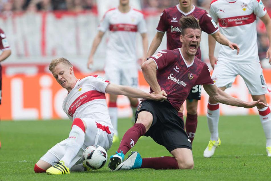 Timo Baumgartl (l.) und Stefan Kuttschke schenkten sich in der Partie am Sonntag nichts.