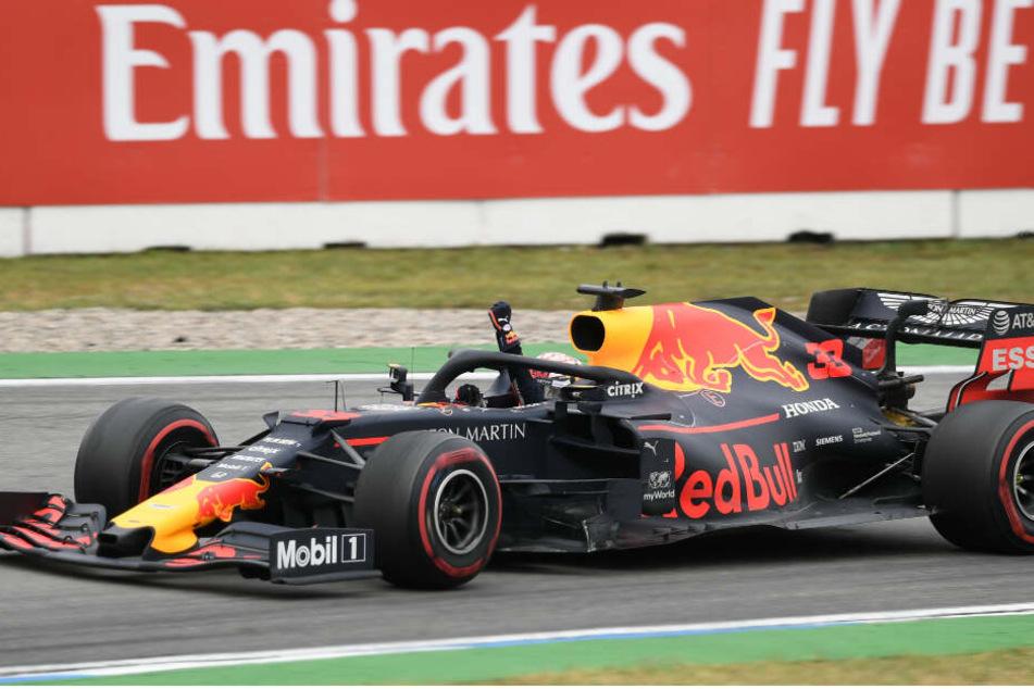 Max Verstappen aus den Niederlanden vom Team Aston Martin Red Bull Racing bejubelt seinen Sieg.