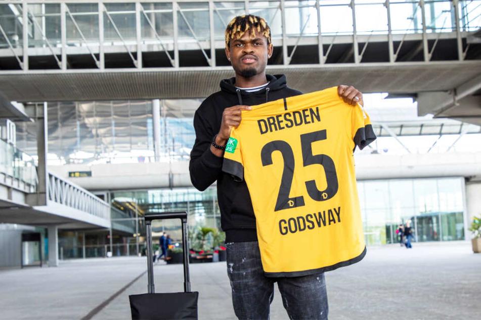 Godsway Donyoh ist ein offensiv vielseitig einsetzbarer Angreifer, der mit der Rückennummer 25 und seinem Vornamen auf dem Trikot auflaufen wird.