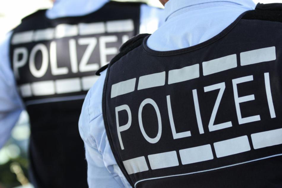 Die Polizeibeamten entdeckten den Leichnam vor dem Wohnmobil. (Symbolbild)