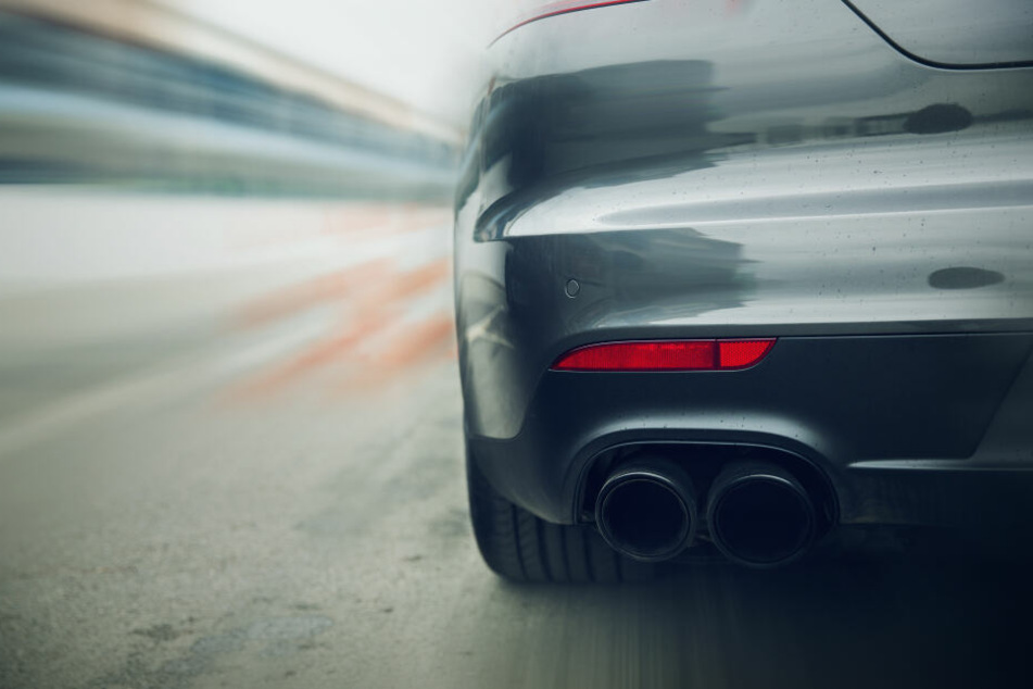 Unfall nach illegalem Autorennen? Polizei sucht Zeugen