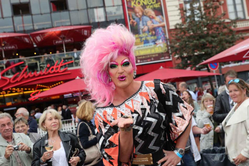 Die Travestiekünstlerin lebt seit Jahren in Hamburgs Mitte.