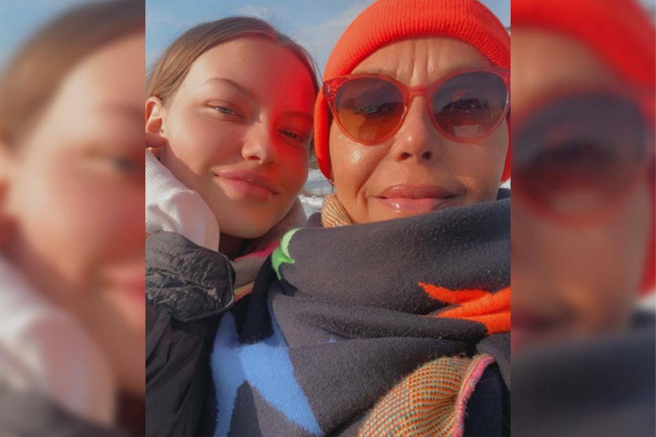 Natascha Ochsenknecht (r.) weilt derzeit bei ihrer Tochter Cheyenne Ochsenknecht (20), die ihr erstes Baby erwartet.