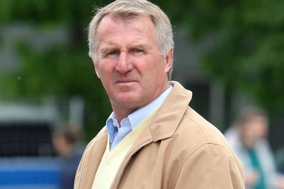 Auch Meisterspieler Peter Müller (69), der spätere Geschäftstellenleiter des Vereins, nimmt am Marsch teil.
