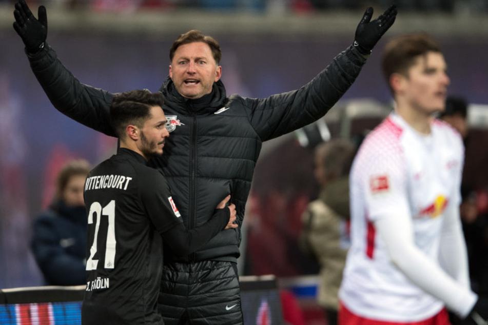 """Trainer Ralph Hasenhüttl (vorm ihm Siegtorschütze Leonardo Bittencourt) muss am Ende zugeben: """"Uns hat die fußballerische Qualität gefehlt!"""""""