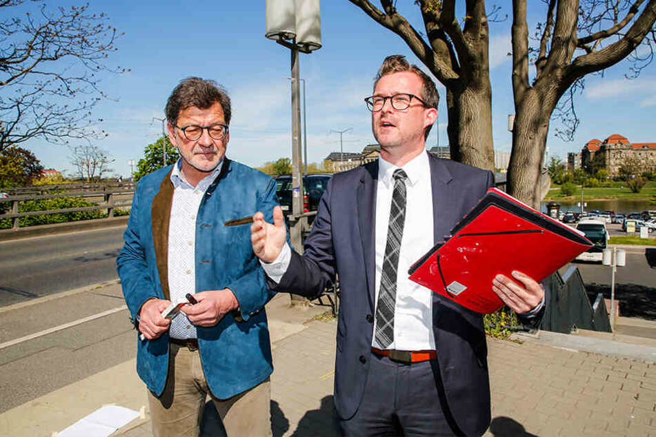 Appellieren an den Freistaat, doch noch Fördergelder für die Brückensanierung springen zu lassen: Baubürgermeister Raoul Schmidt-Lamontain (42, Grüne) und Noch-Straßenbauamts-Chef Reinhard Koettnitz (64).
