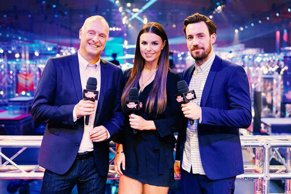 Frank Buschmann, Laura Wontorra und Jan Köppen (v.l.) moderieren die Show!