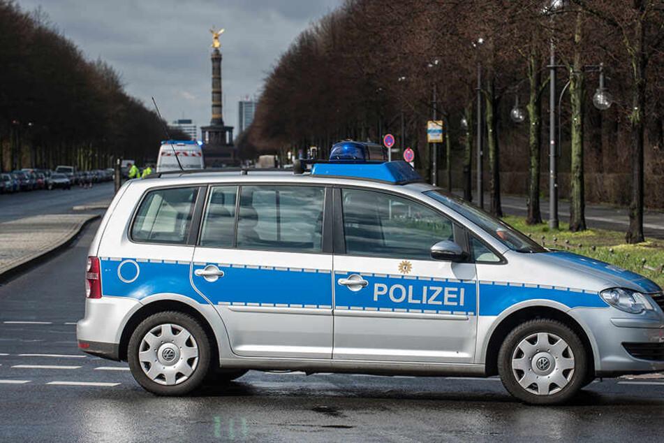 Nicht alle Fahrzeuge der Berliner Polizei sind so neu wie dieser VW Touran.