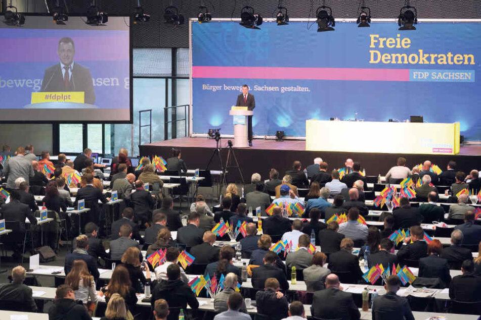 Das Gesicht der runderneuten FDP: Chef Frank-Müller Rosentritt (37, M.) mit Generalsekretär Robert Malorny (40, r.) und Vize Philipp Hartewig (25).