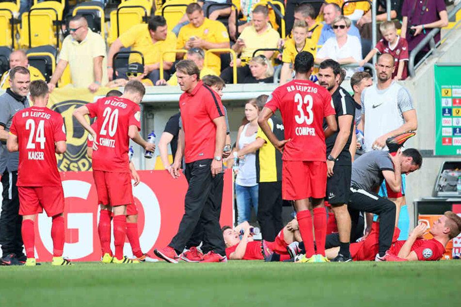 RB-Trainer Ralf Hasenhüttl im Kreis seiner Mannschaft, die auf mehreren Positionen noch verstärkt werden soll.