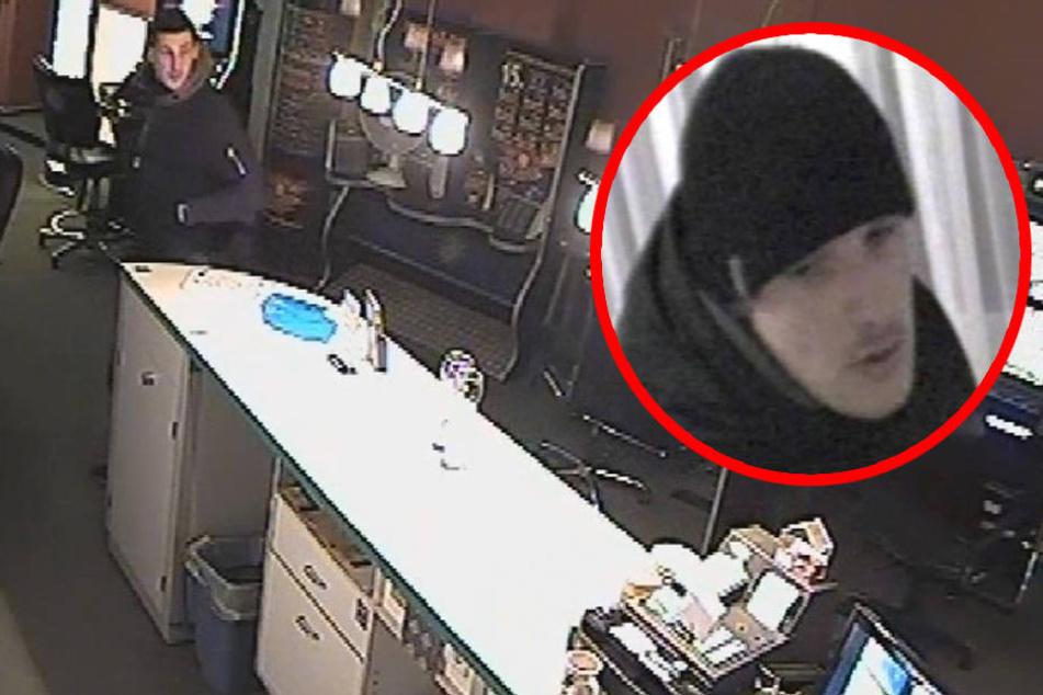 Bei seinem zweiten Überfall konnte der gesuchte Mann Bargeld erbeuten.