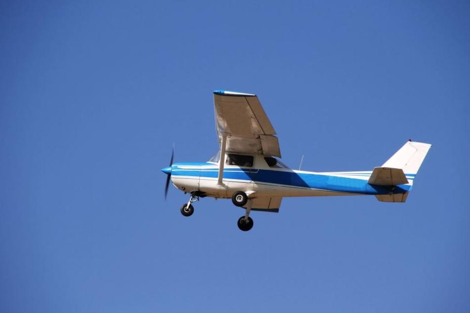 In der Schweiz ist ein Kleinflugzeug aus Deutschland abgestürzt. (Symbolbild)
