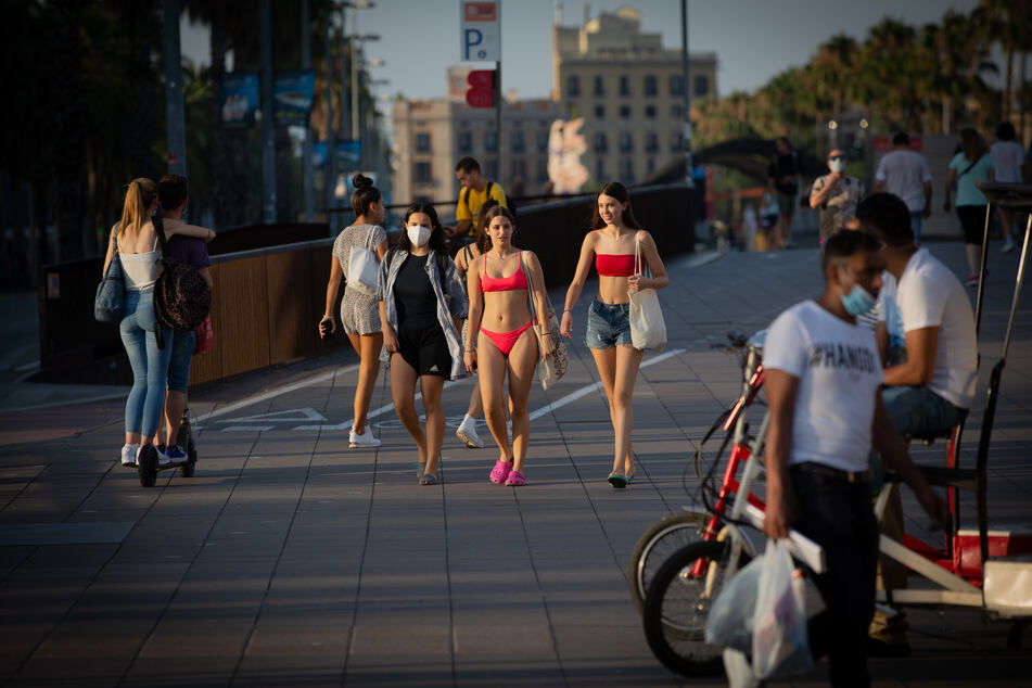 In Barcelona ist immer noch viel los. Deutschland rät allerdings wegen regional steigender Infiziertenzahlen von Reisen nach Katalonien ab. (Archivbild)