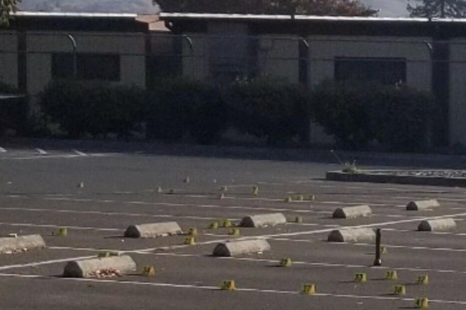 Jungs (11, 14) auf Parkplatz vor Grundschule erschossen