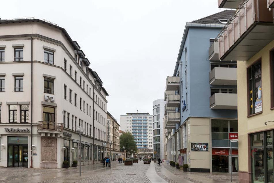 Tatort soll der Bereich Theaterstraße/Fußgängerübergang zur Inneren Klosterstraße sein. (Archivfoto)