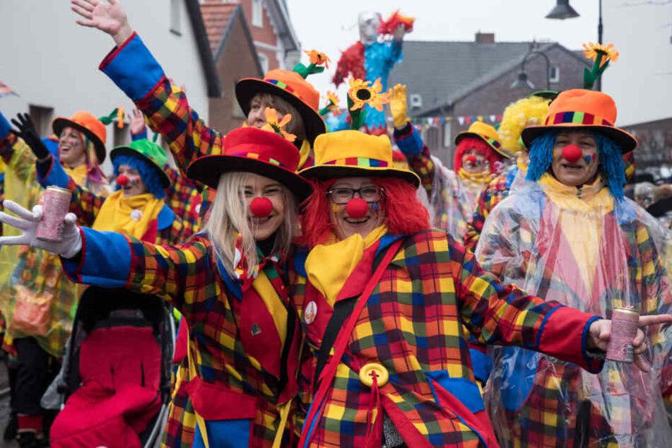 Der Experte rechnet durch Karneval mit steigenden Fallzahlen der Grippe (Archivbild).