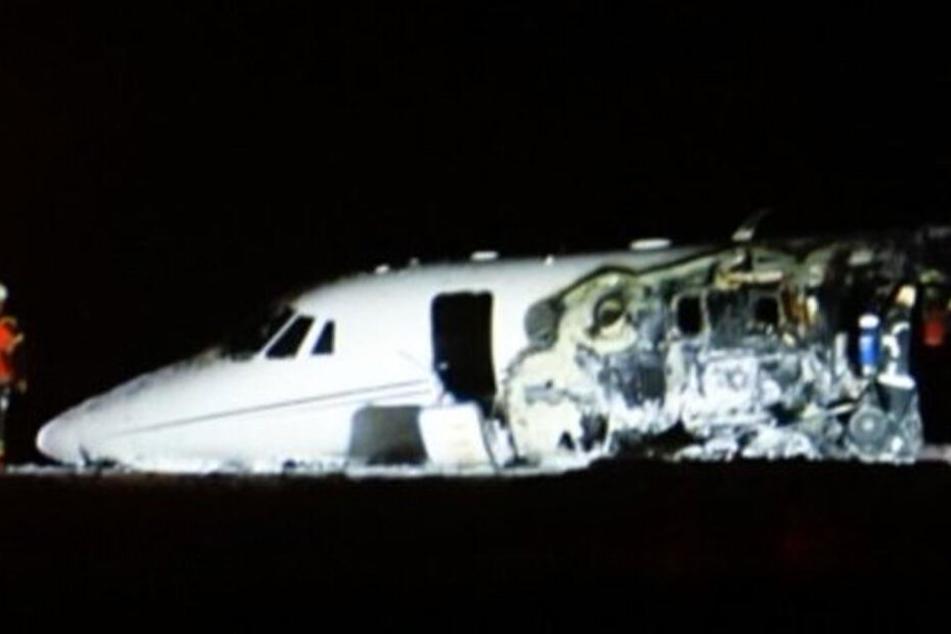 Twitterbilder zeigen das zerstörte Flugzeug.
