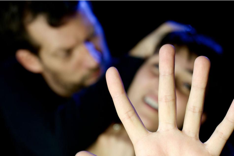 Der Mann näherte sich der 19-Jährigen direkt und belästigte sie. (Symbolbild)
