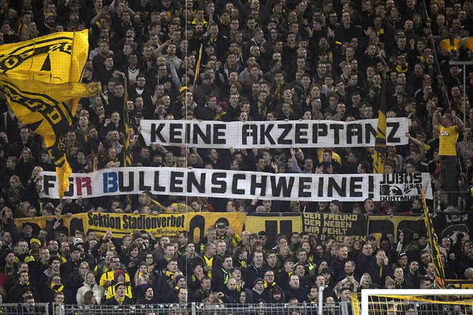 Einige BVB-Fans zeigten widerliche Banner beim Heimspiel gegen Leipzig.
