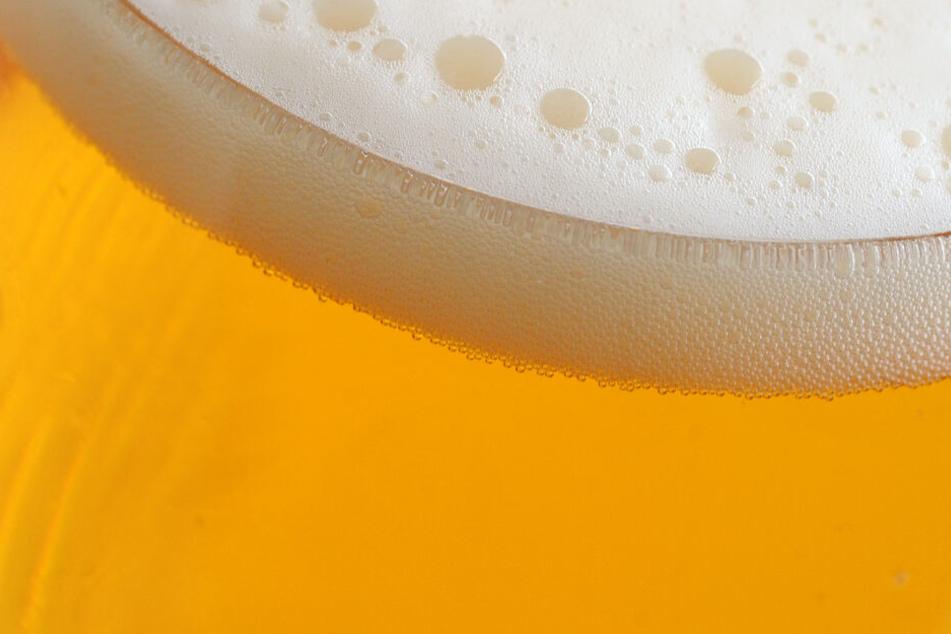 Schaum auf einem Bierglas (Symbolbild).