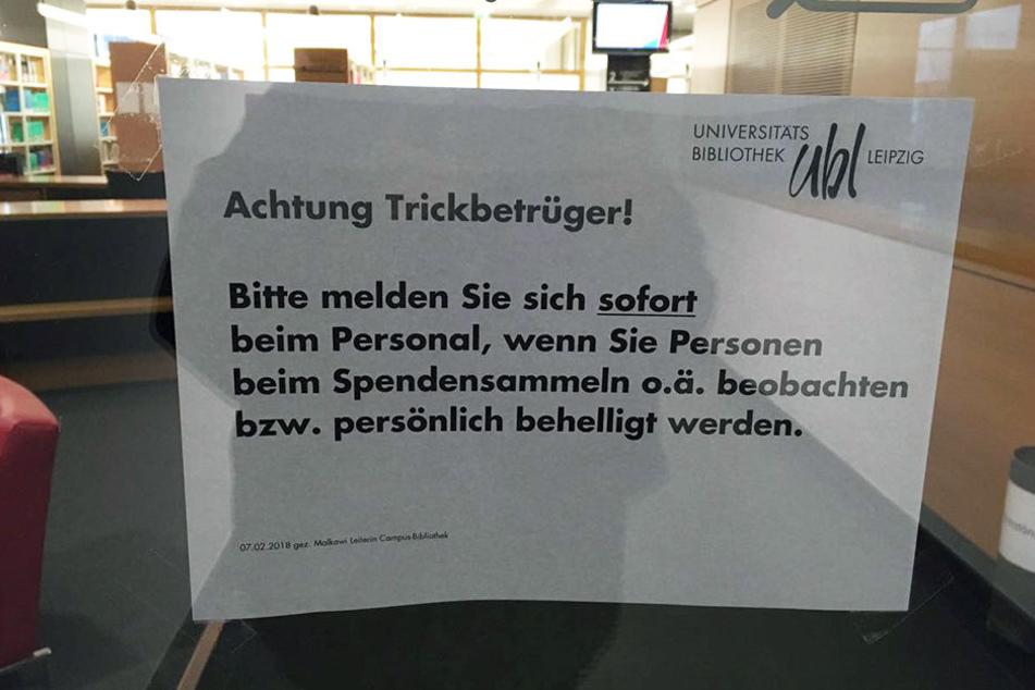 Mit diesem Schild warnt die Campus-Bibliothek ihre Nutzer vor den dubiosen Spendensammlern.