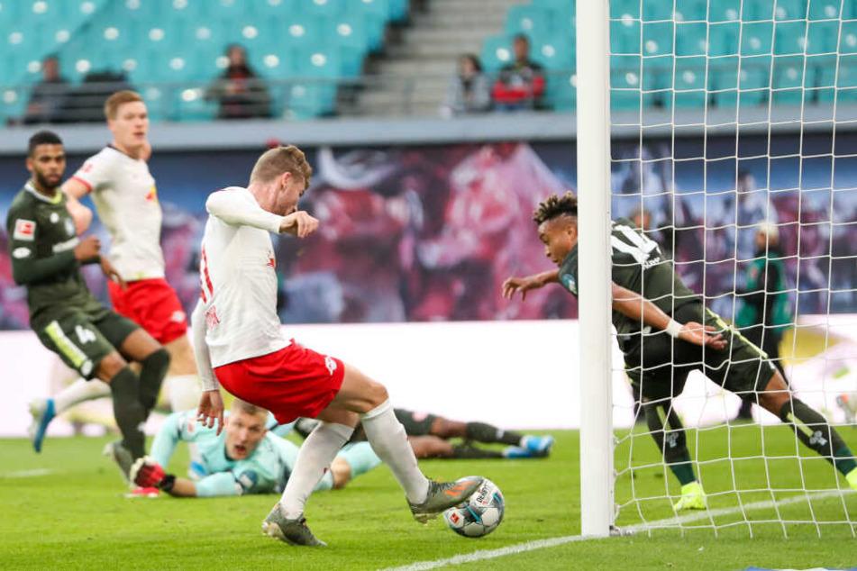 Nach einer halben Stunde spielte Christopher Nkunku mustergültig an den langen Pfosten, wo Timo Werner nur noch den Fuß zum 2:0 hinhalten musste.