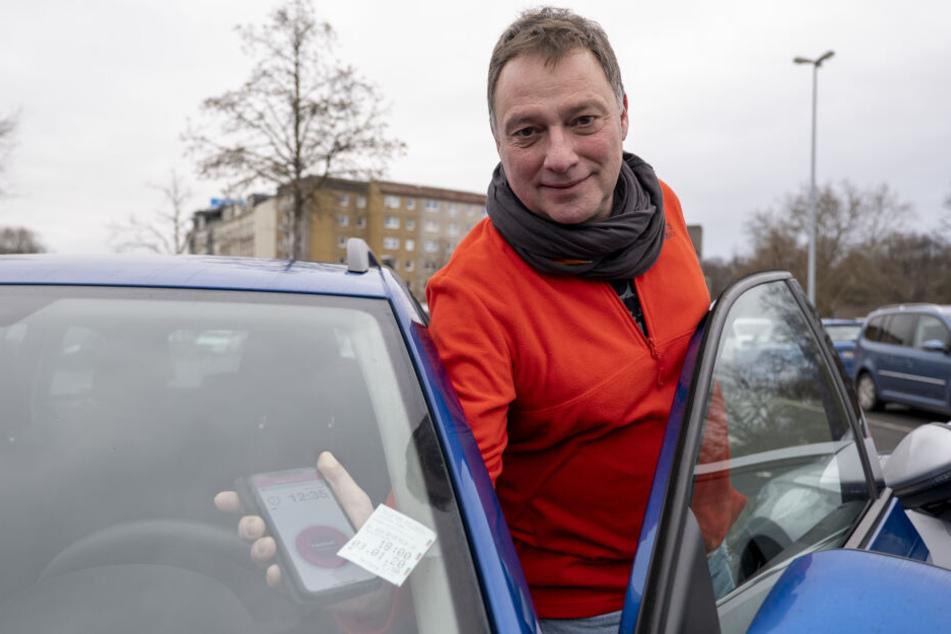 Peter Degenkolb (54) will umsteigen vom Parkschein zur Park-App im Smartphone.