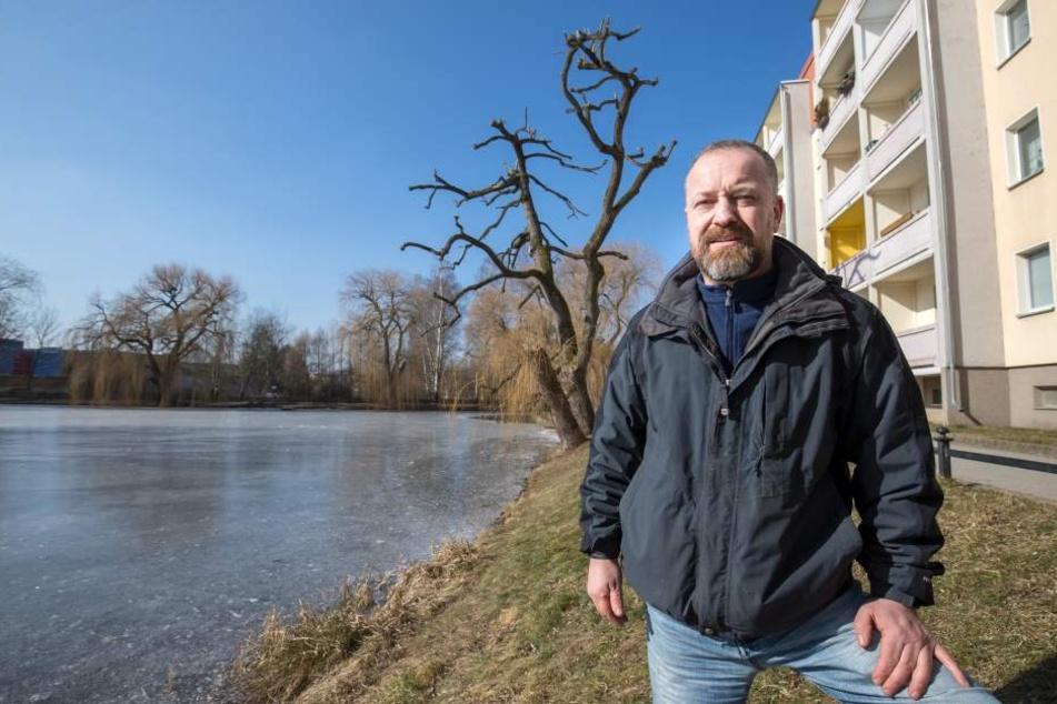 Thomas Bossack (47) vom Projekt Knappteich beobachtet oft, dass Spaziergänger die Enten aus Unkenntnis mit Brot füttern.
