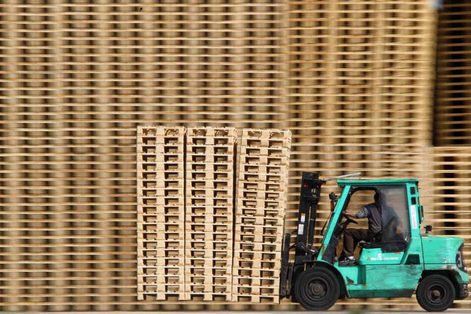 Bauarbeiter von Gabelstapler erdrückt