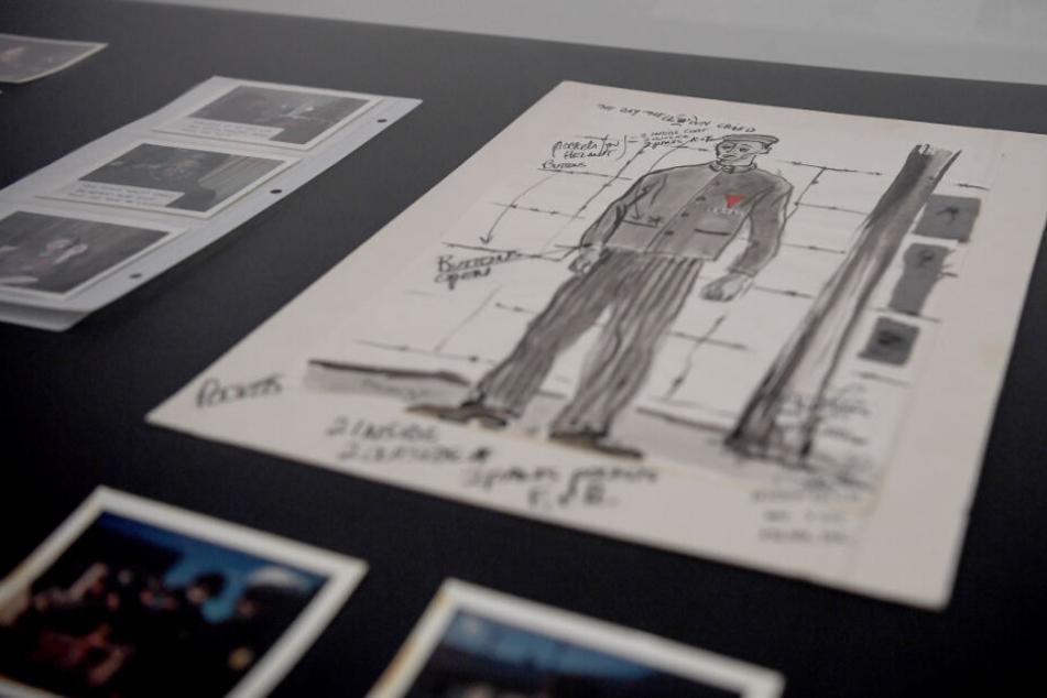 """Materialien, Dokumenten und Werkaufnahmen des Films """"The day the Clown cried"""" aus dem Nachlass von Chris Lewis, bei der Übergaben durch seinen Sohn an die deutsche Kinemathek."""