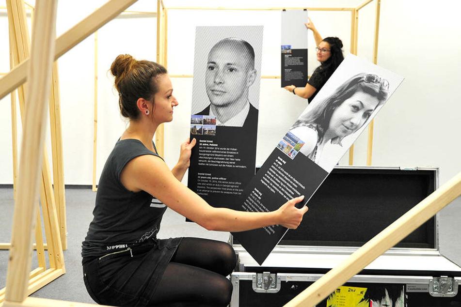 "Anna Pöhl (29) beim Aufbau der Ausstellung ""Opfer rechter Gewalt seit 1990""."