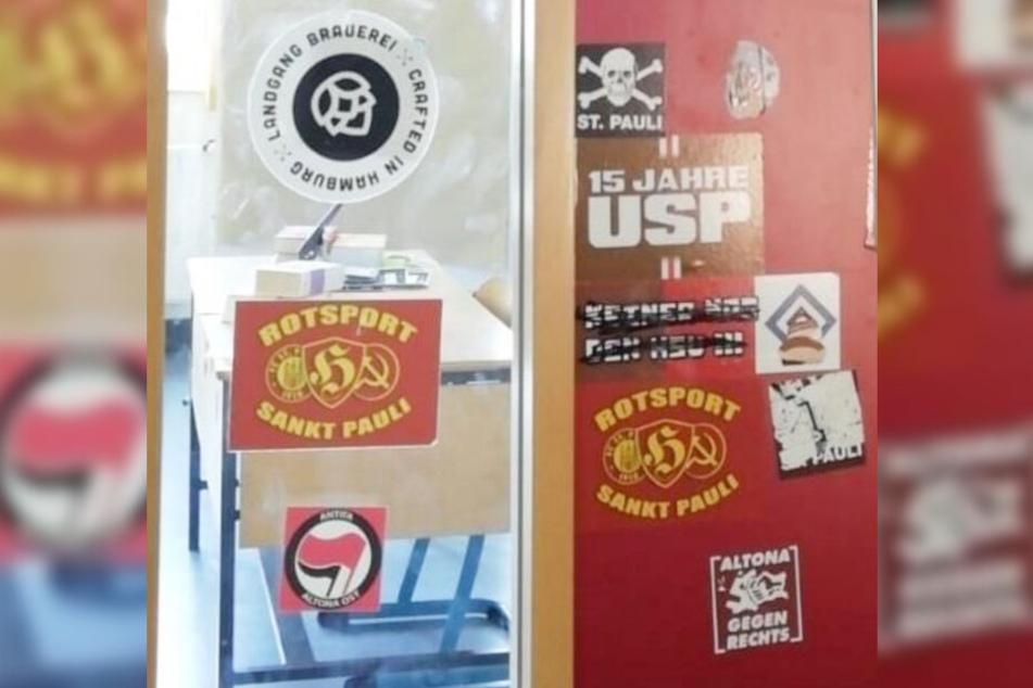 Die AfD fügte der Kleinen Anfrage Fotos von Aufklebern auf einer Schultür bei. (Fotomontage)