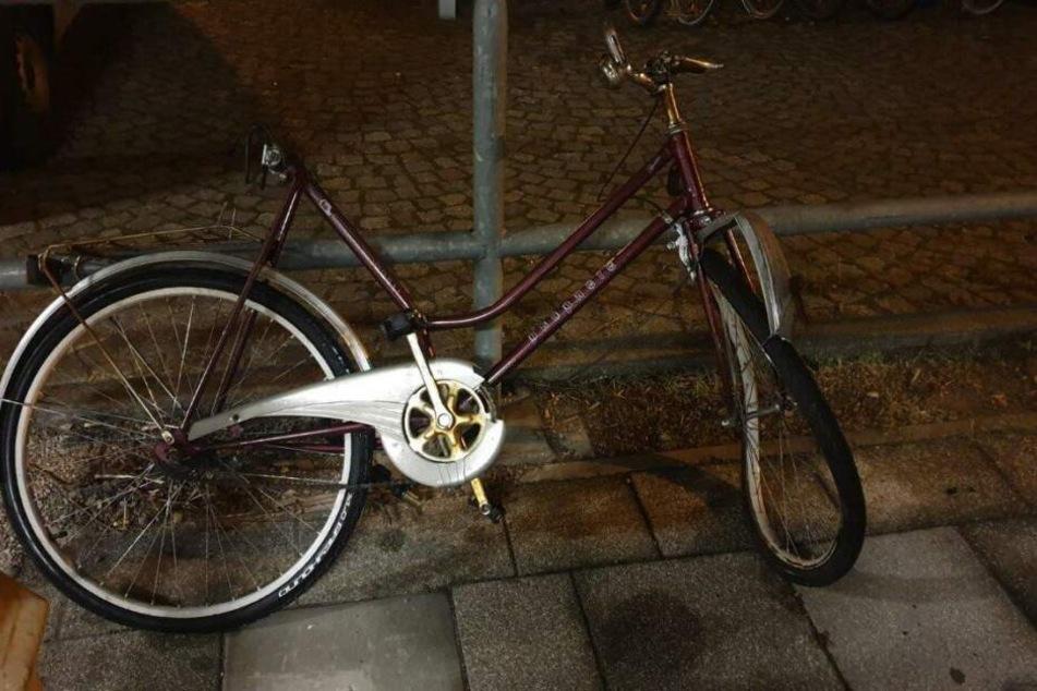 Dieses Fahrrad legten Unbekannte kurz vor dem Bahnhof Freiberg auf die Gleise. Die Polizei sucht Zeugen, die das Rad bzw. den Besitzer kennen.