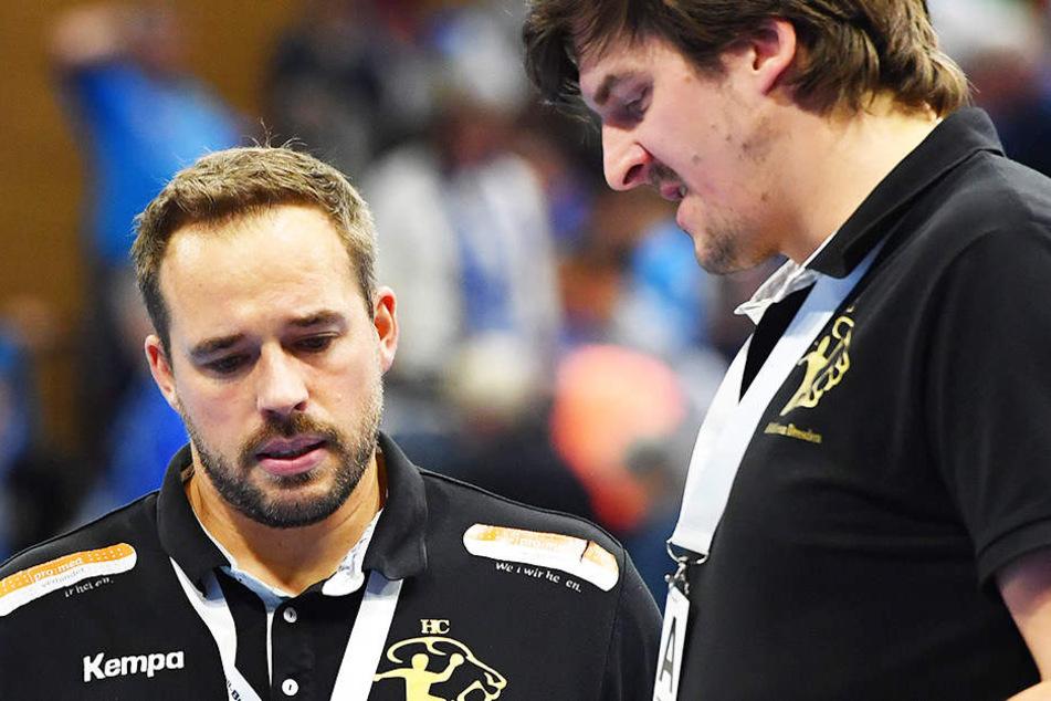 Cheftrainer Christian Pöhler (li.) und Co-Trainer Rico Göde vom HC Elbflorenz brauchen am Samstag in Aue einen guten Plan.