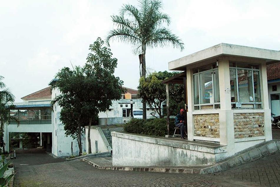da geht's rein: Das Kinderzentrum im indonesischen Bandung hat natürlich auch Palmen aufzuweisen.