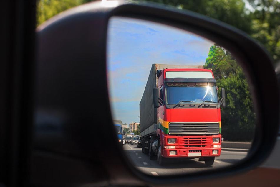 Ein Autofahrer bemerkte den in Schlangenlinien fahrenden LKW (Symbolfoto).