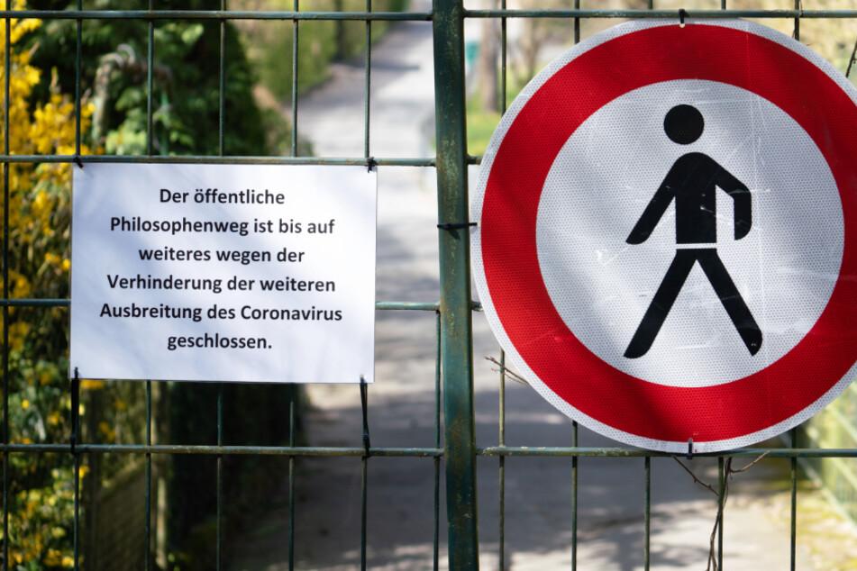 Abgesperrt ist derzeit der Philosophenweg, der mitten durch das Gelände des Opelzoos verläuft.
