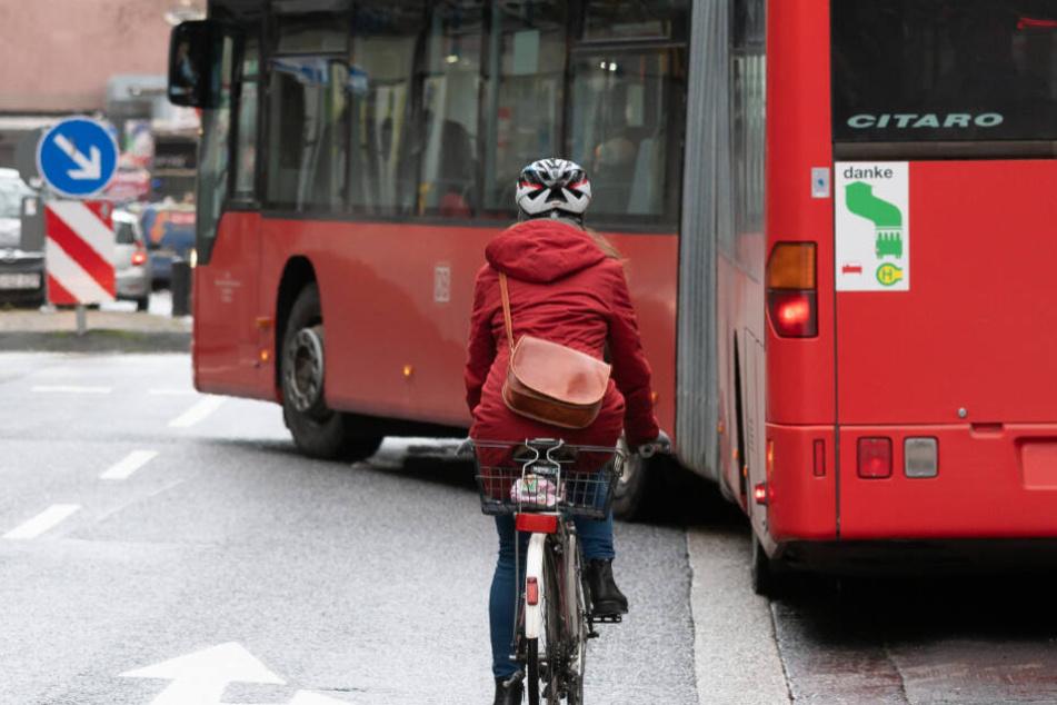 Busfahrer-Streik sorgt für pures Chaos: Schüler und Pendler sitzen fest