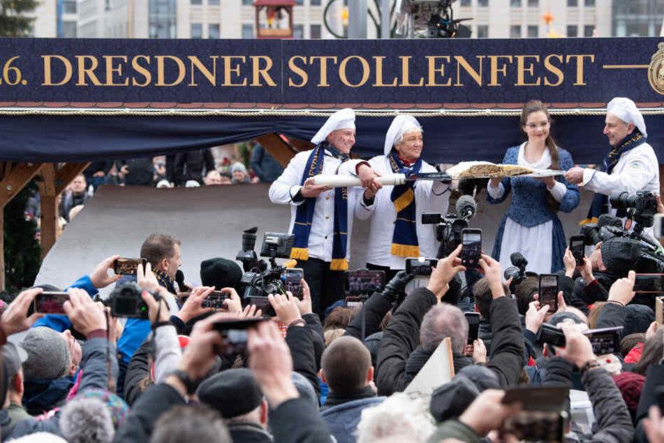 Stolz und prächtig. Der Riesenstriezel beim 26. Dresdner Stollenfest.