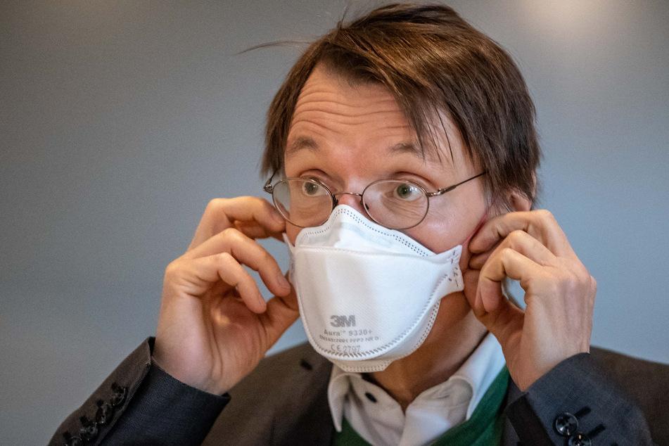 Würde am liebsten sofort mit AstraZeneca weiterimpfen: Karl Lauterbach (58, SPD).