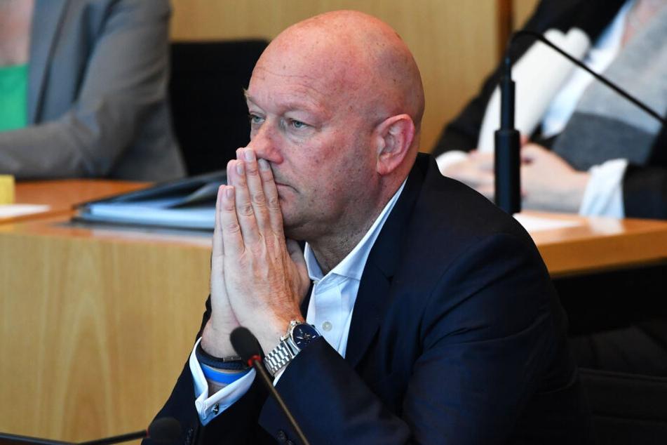 Thomas Kemmerich tritt als Ministerpräsident zurück!
