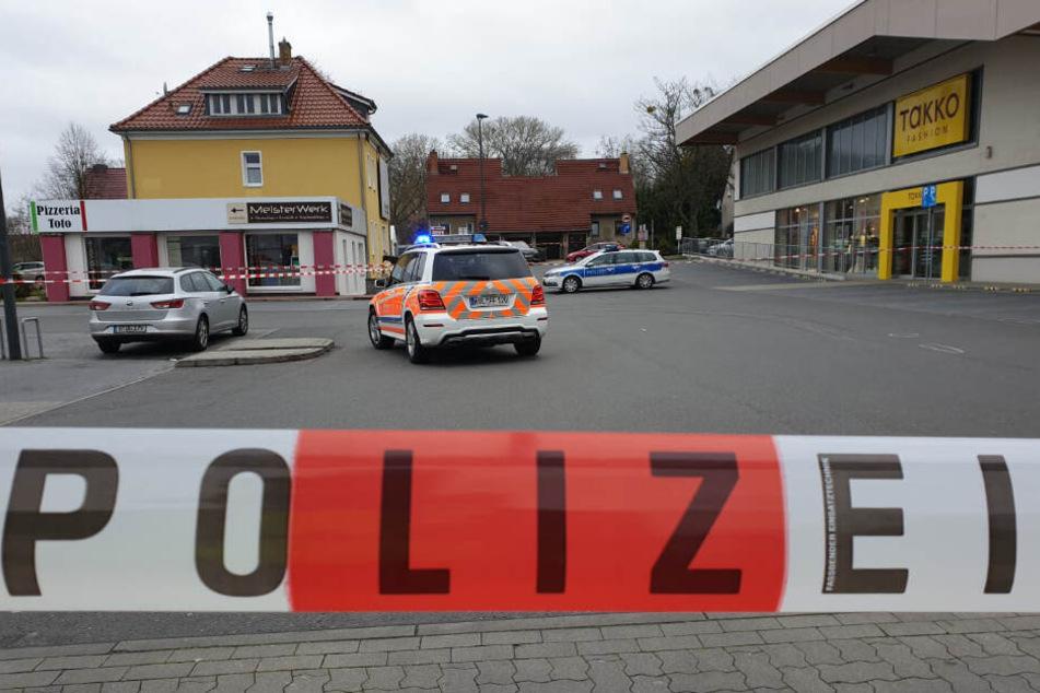 Tödliches Parkplatz-Drama: Rentner kommt unter Lkw und wird mitgeschleift