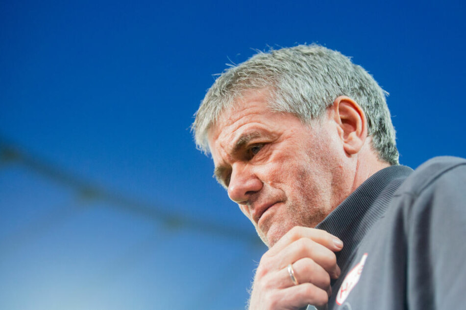 Friedhelm Funkel (66) ist seinen Job als Trainer von Fortuna Düsseldorf los.
