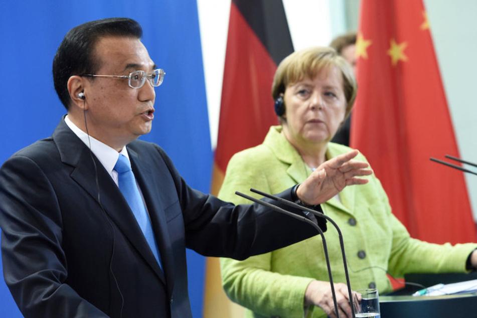 Am Montag empfängt Kanzlerin Merkel den chinesischen Regierungschef Li Keqiang in Berlin. (Archivbild)